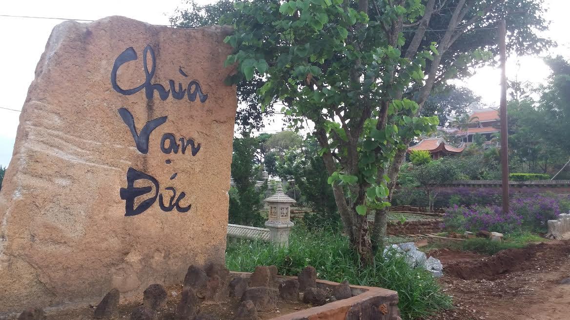 tấm bia chùa Vạn Đức Dalat.jpg